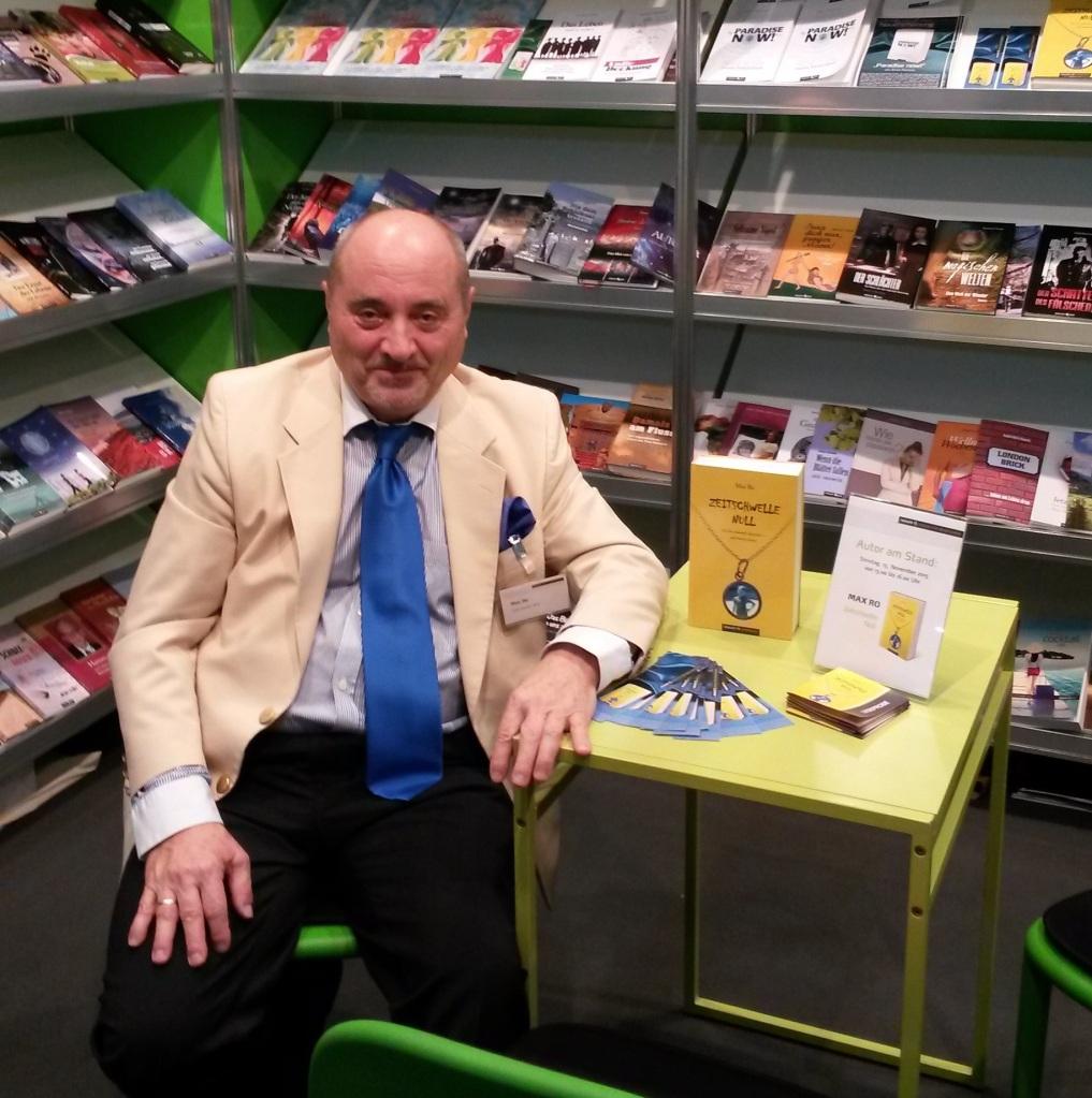 """Autor Max Ro präsentierte sein Buch """"Zeitschwelle Null"""""""