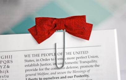 red-bow-paperclip-bookmark
